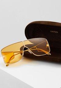 Tom Ford - Sluneční brýle - yellow/gold - 2