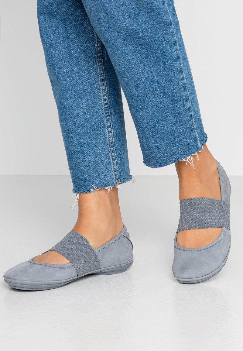 Camper - RIGHT NINA - Ballerina's met enkelbandjes - medium grey