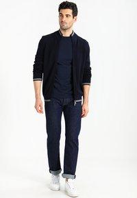 Timberland - CREW CHEST - Basic T-shirt - dark sapphir - 1