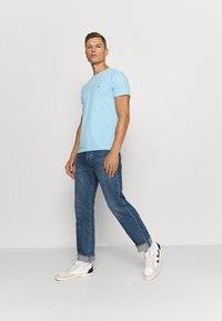 Tommy Hilfiger - SLUB TEE - T-shirt - bas - sail blue - 1