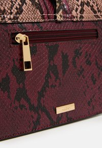 ALDO - MARTIS - Handtasche - red overflow - 3