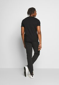 EA7 Emporio Armani - T-shirts print - black - 2