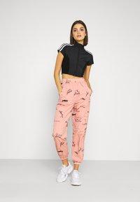 adidas Originals - TRACK PANT - Spodnie treningowe - trace pink - 1