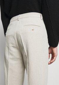 Holzweiler - RINO TROUSER - Trousers - light grey - 4