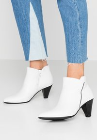 Gabor - Ankle boots - weiß - 0