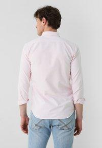 Scalpers - Shirt - pink - 1
