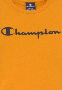 Champion - LEGACY AMERICAN CLASSICS CREWNECK - Print T-shirt - yellow - 3