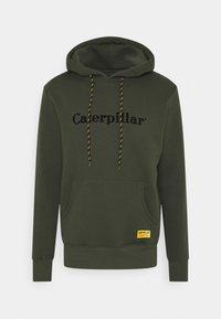 Caterpillar - CATERPILLAR EMBROIDERY HOODIE - Bluza z kapturem - army - 0
