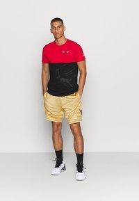 Mitchell & Ness - NBA CHICAGO BULLS MIDAS SWINGMAN SHORT - Sports shorts - metallic gold - 1