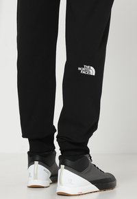 The North Face - LIGHT PANT  URBAN - Spodnie treningowe - black/white - 3