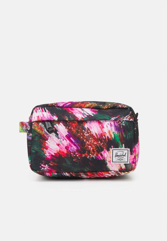 CHAPTER UNISEX - Kosmetická taška - black