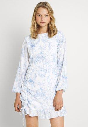 RUCHED SIDE TEA DRESS FLORA - Hverdagskjoler - white