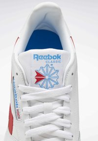 Reebok Classic - CLASSIC LEATHER SHOES - Sneakers laag - white - 10