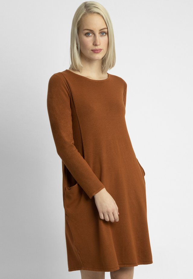 Gebreide jurk - caramel