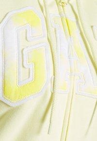 GAP - NOVELTY - Zip-up sweatshirt - new honeysuckle - 2