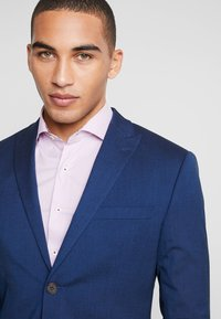 Isaac Dewhirst - FASHION SUIT - Jakkesæt - blue - 8