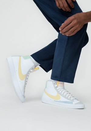 BLAZER MID '77 UNISEX - Korkeavartiset tennarit - white/lemon wash
