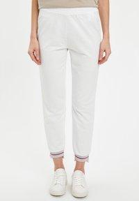 DeFacto - Pantaloni - ecru - 0