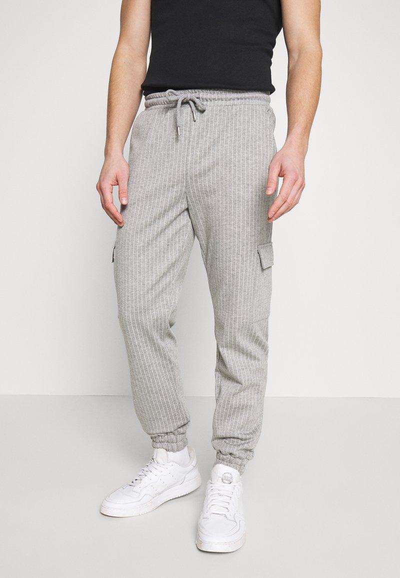 Brooklyn Supply Co. - PINSTRIPE CARGO - Tracksuit bottoms - grey