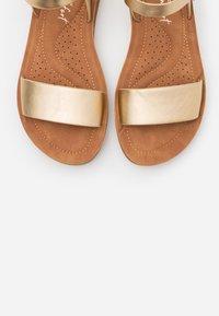 New Look Wide Fit - WIDE FIT FRANKIE - Sandalias de cuña - gold - 5