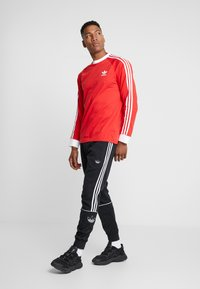 adidas Originals - OUTLINE - Pantalon de survêtement - black