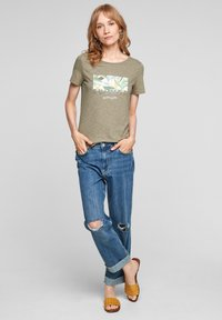 s.Oliver - Print T-shirt - summer khaki placed artwork - 1