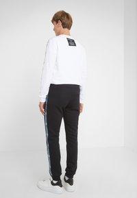 Versace Jeans Couture - PANTALONI - Träningsbyxor - nero - 2