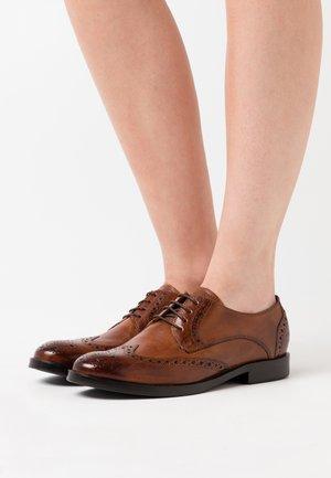 AMELIE - Šněrovací boty - pisa wood/navy