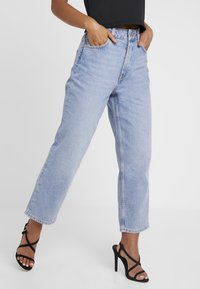 Selected Femme Petite - SLFKATE STRAIGHT MID - Relaxed fit jeans - medium blue denim - 0