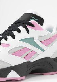 Reebok Classic - AZTREK 96 - Sneaker low - white/jasmine pink/green slate - 2