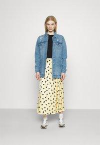 Vero Moda - VMOLIVIA JACKET - Denim jacket - medium blue denim - 1