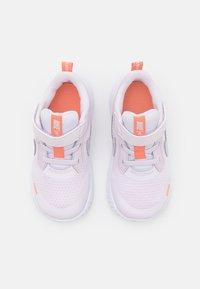 Nike Performance - REVOLUTION 5 UNISEX - Hardloopschoenen neutraal - light violet/metallic platinum/crimson bliss/white - 3
