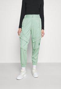 Jordan - ESSEN UTILITY PANT - Cargo trousers - steam - 0