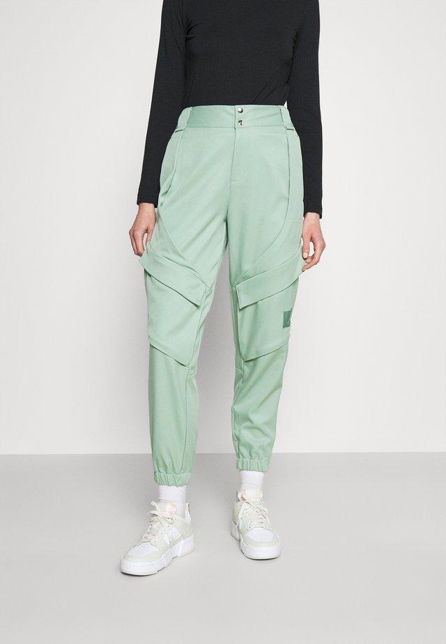 ESSEN UTILITY PANT - Cargo trousers - steam