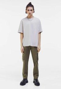 Bershka - OVERSIZED - T-shirt med print - light grey - 1