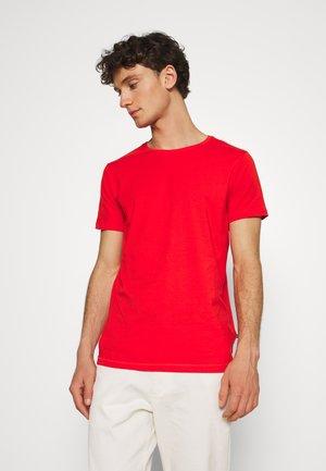 JERMALINK - Basic T-shirt - poinciana
