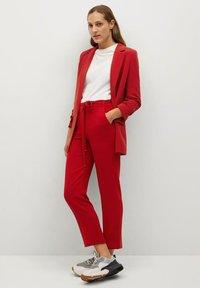 Mango - SEMIFLU - Pantaloni - rouge intense - 1