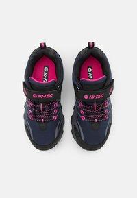 Hi-Tec - BLACKOUT LOW UNISEX - Hiking shoes - navy/magenta - 3