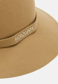 Patrizia Pepe - Hatt - camel beige - 4