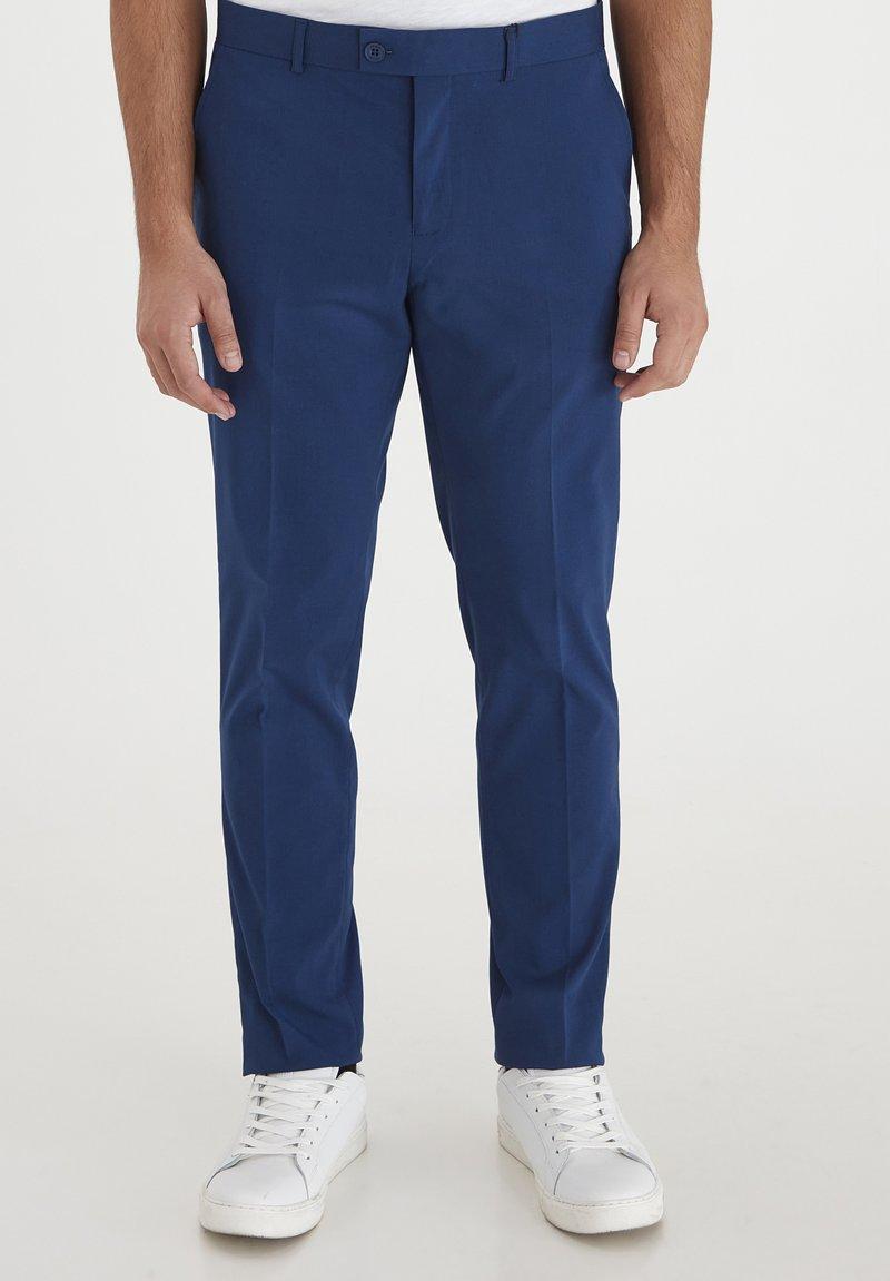 Casual Friday - PIHL SUIT PANTS - Suit trousers - estate blue