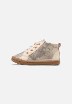 KIKKI STAR - Baby shoes - pink/platine