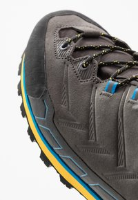 Mammut - KENTO LOW GTX MEN - Climbing shoes - dark titanium/freesia - 5