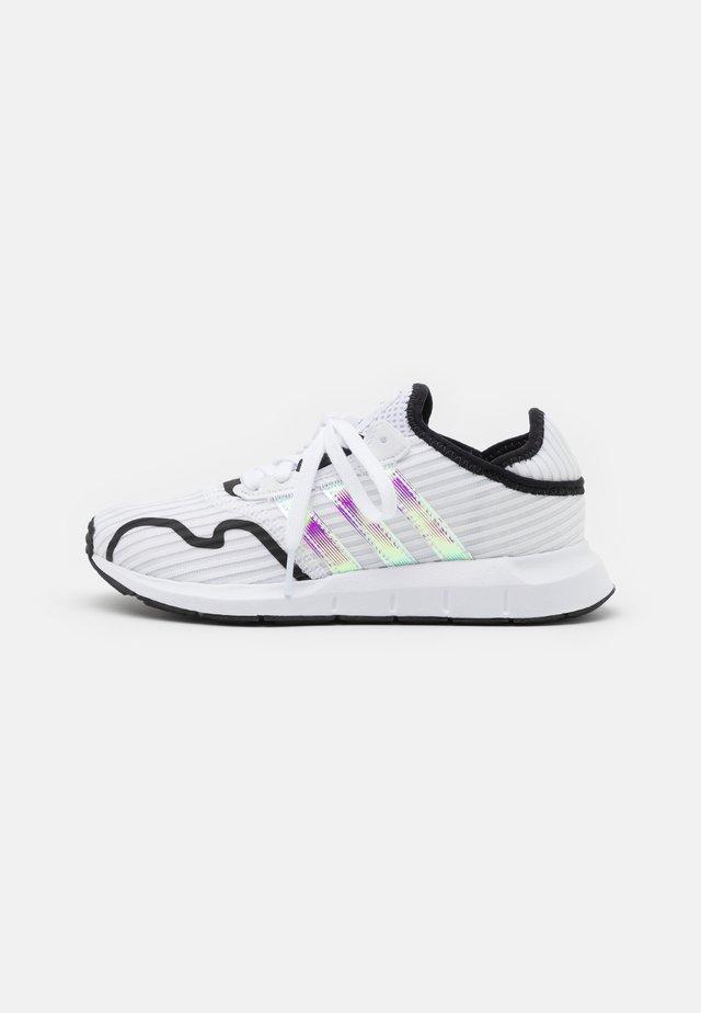 SWIFT RUN X UNISEX - Zapatillas - footwear white/core black