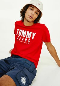 Tommy Jeans - Print T-shirt - light red - 1