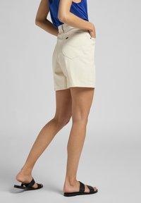 Lee - Jeans Short / cowboy shorts - ecru - 3