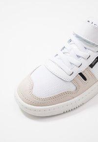 Nike Sportswear - SQUASH-TYPE UNISEX - Sneakers laag - summit white/black/vast grey - 2