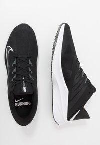 Nike Performance - QUEST 3 - Neutrala löparskor - black/white/iron grey - 1