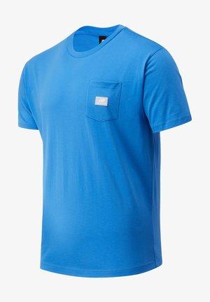ATHLETICS POCKET - Basic T-shirt - faded cobalt