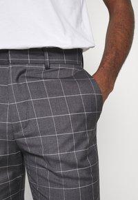 New Look - GRID CROP - Kalhoty - light grey - 4