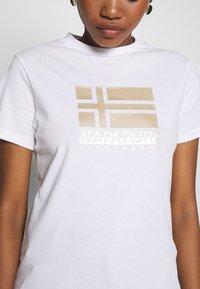 Napapijri - SHYAMOLI - Print T-shirt - bright white - 4